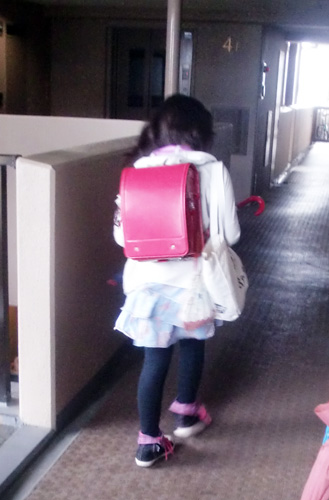 d42e1421d4203 とっても残念そうに授業の用意をして登校していく娘の後姿に胸がちょっと痛みました。